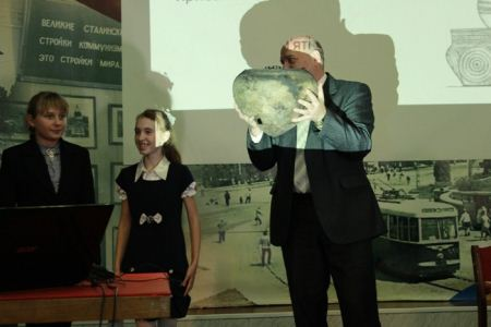 На Луганщине школьники нашли кувшин периода неолита