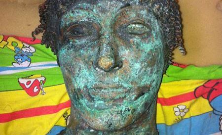 Моряк выловил из воды статую за 500 тысяч долларов