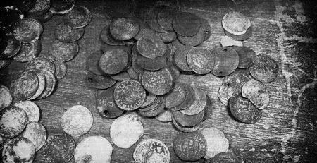 Дождь из старинных монет XVI-XVII с. Мещеры, Россия, 1940 год