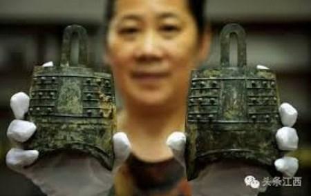 Археологи нашли древние изделия из золота и нефрита при раскопках в Китае