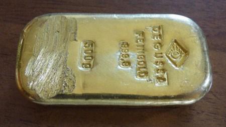 Купаясь в озере Кенигсзее 16-летняя девушка нашла 500-граммовый слиток золота