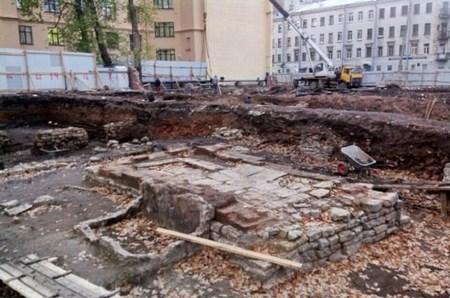 В Петербурге на стройке нашли столетний «клад черносотенца»