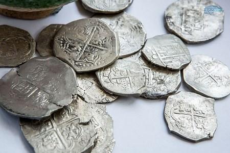 Клад серебряных монет нашли при строительстве моста в Крым