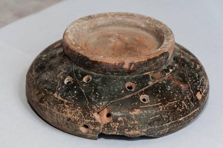 В Приднестровье найдена древняя чаша со знаком скифов