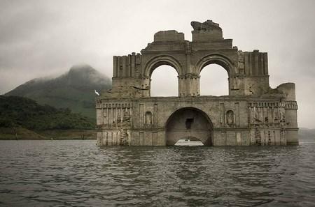 В Мексике из-под воды показалась 400-летняя колониальная церковь