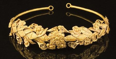 Древний золотой венец нашли в...коробке под кроватью