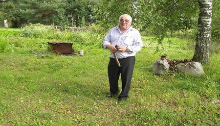 Россиянин «по зову свыше» более 30 лет находит клады в огороде