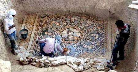 Археологи нашли в затопленном районе древнюю мозаику невероятной красоты