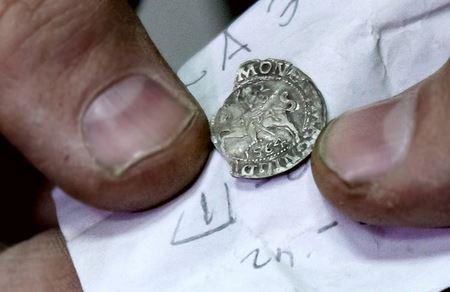 Раскопки на Замковой горе в Житомире: найдены старинные монеты и подземные ходы
