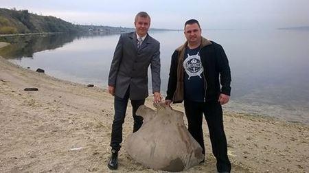 В Николаеве случайно сделано редкое археологическое открытие: возле гаражного кооператива нашли огромную кость
