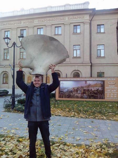 В Николаевский краеведческий музей передали фрагмент скелета мамонта