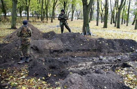 Раскопки в Житомире впечатляют: в сквере на Замковой горе найдено здание, которого нет на картах
