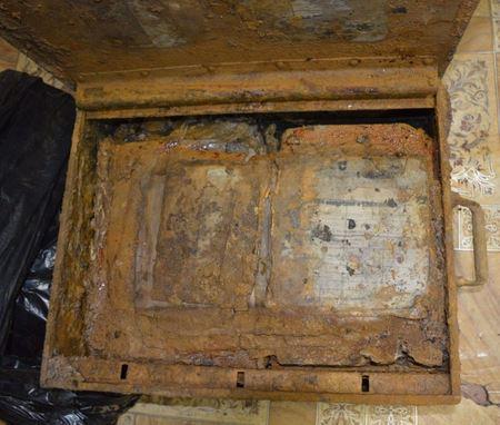 Четыре ящика с документами РККА и Боевое Знамя части обнаружено в Новгородской области
