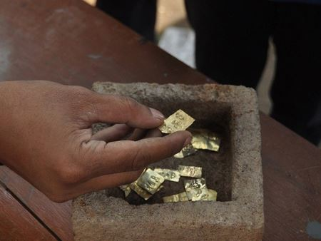 22 золотые пластины с именами богов найдены около Рингиларик
