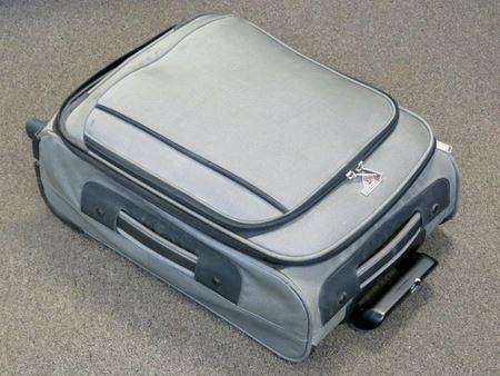 Пенсионерка получила в наследство очень тяжелую дорожную сумку...