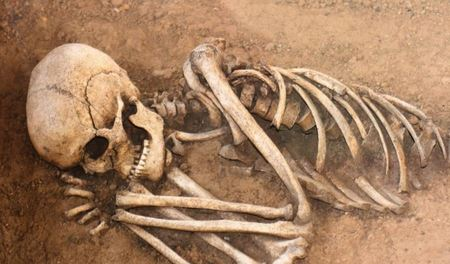 Археологи відкопали рештки стародавнього гламурного чоловіка