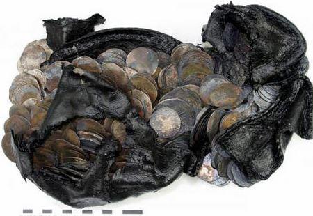 Археологи из Роттердама обнаружили в кожаном ботинке клад