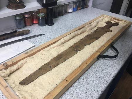 2500-летний меч, обнаруженный под Славянском, был передан на реставрацию