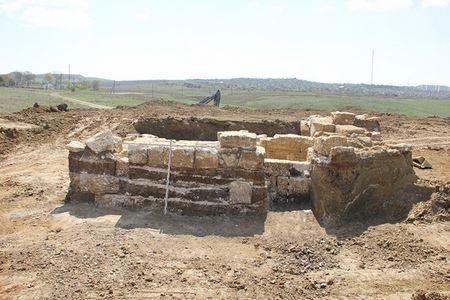 В Крыму обнаружили древний склеп времён Александра Македонского