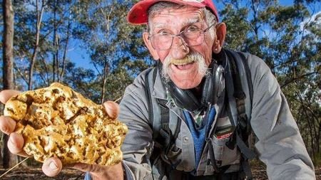Увлечение длиною в 37 лет: австралиец нашел золотой самородок весом 4,3 кг