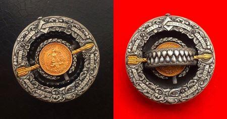 Российский умелец создал серебряный доллар-ловушку, который реально кусается
