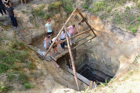 Археологи откопали колодец на Житомирщине, которому 1000 лет