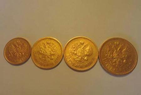 Москвичка нашла в квартире 150 монет времен Николая II в тайнике