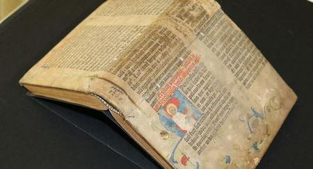 Библия Гутенберга: в Баварии нашли страницы первой печатной книги