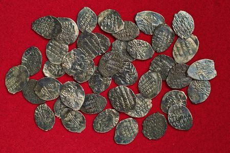 В Москве обнаружили клад из 41 монеты XVII века