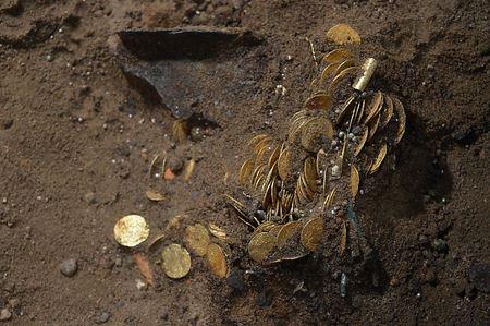 Клад золотых монет 2018 года. 480 монет 17 века