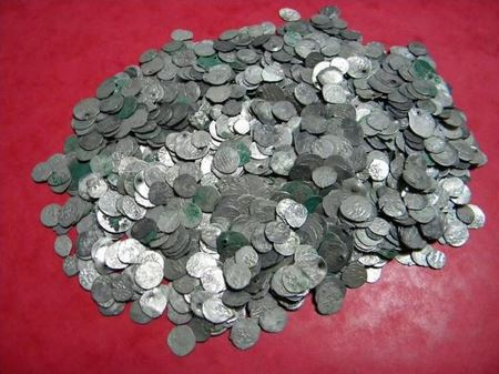 Удивительная находка румынского поисковика: 1471 серебряная монета XVI века