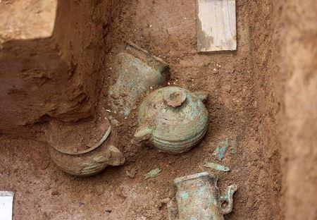 В Китае нашли древние гробницы королевской семьи со скелетами лошадей и собак