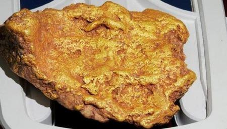 """Австралійський пенсіонер знайшов золоту """"качину лапу"""" вагою понад 3 кілограми"""