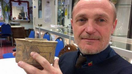 У Великобританії чоловік випадково купив антикварний глечик за п'ять доларів