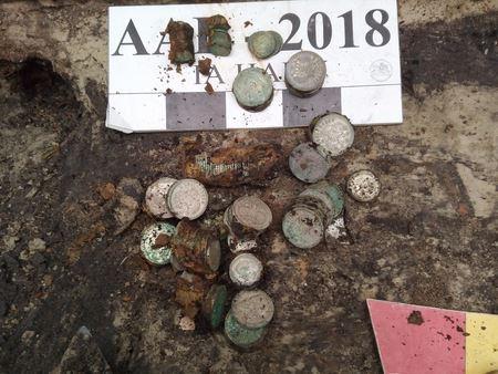 В Києві знайшли скарб із сріблом і монетами
