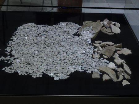 В Болгарии заключенные случайно нашли древнейшие монеты времен Османской империи