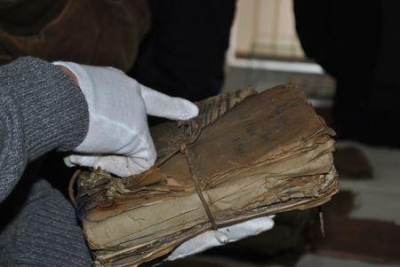 На Прикарпатті знайшли унікальні документи УПА та шарж Шухевича