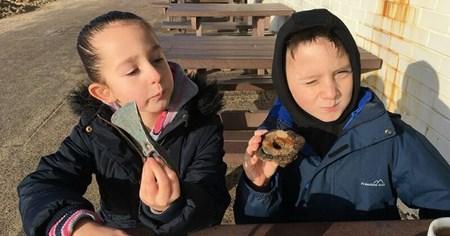Девочка нашла на пляже топор бронзового века